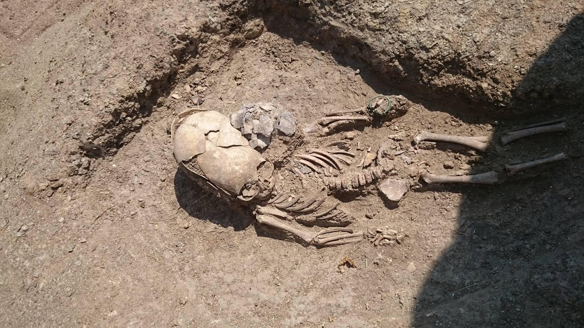 Esqueleto de un niño encontrado en Crimea