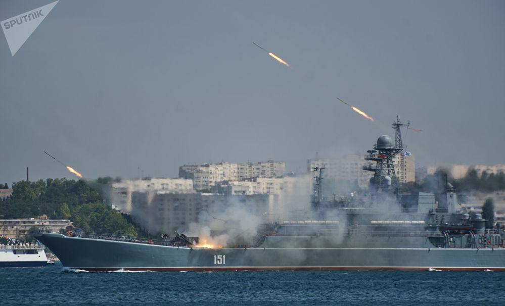 Sebastopol se prepara para el desfile en honor del Día de la Armada en Sebastopol