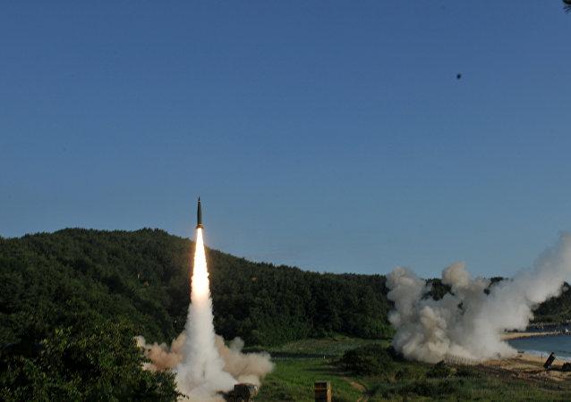 El lanzamiento del misil balístico de clase tierra-tierra ATACMS (archivo)