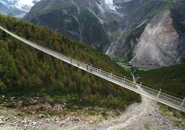 Escalofriante: aparece en Suiza el puente colgante peatonal más largo del mundo (fotos, vídeo)