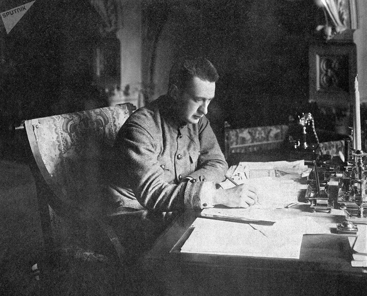 Alexandr Kérenski, figura destacada del Gobierno provisional