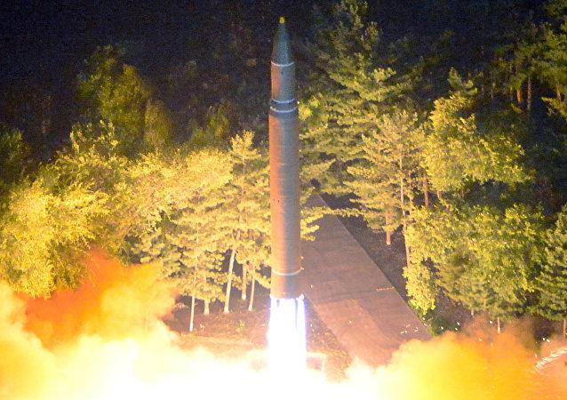 La segunda prueba del misil balístico intercontinental norcoreano Hwasong-14