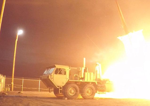 EEUU responde a Corea del Norte con prueba exitosa de su escudo antimisiles en Alaska