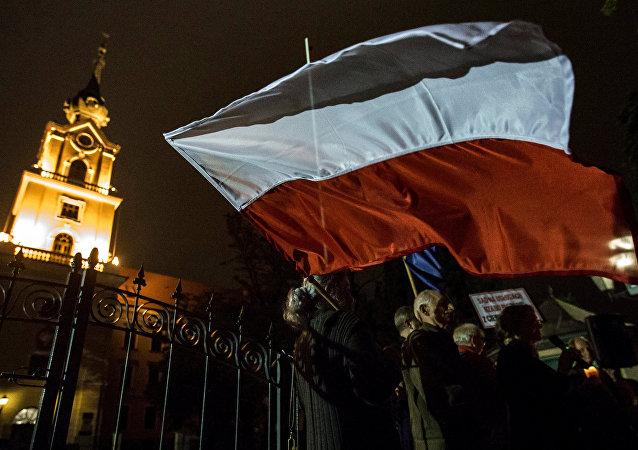 La bandera de Polonia (archivo)