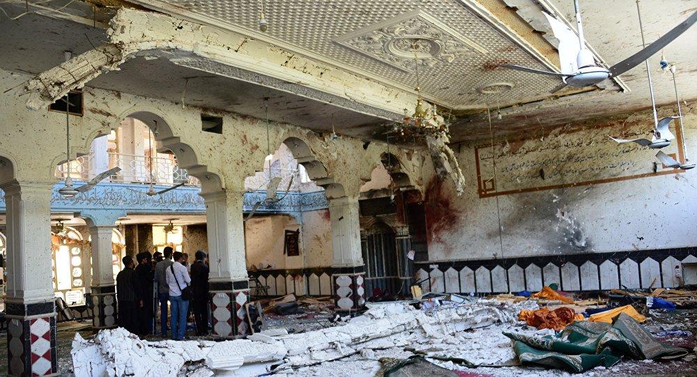 50 víctimas en Afganistán por ataque suicida contra una mezquita