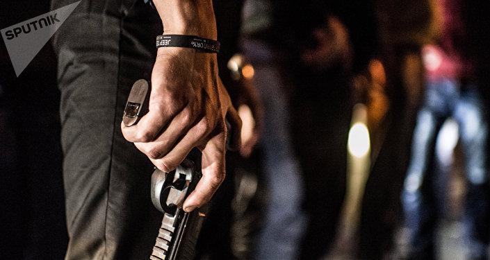 Milicia popular armada en búsqueda de los criminales del grupo GTA, septiembre de 2014