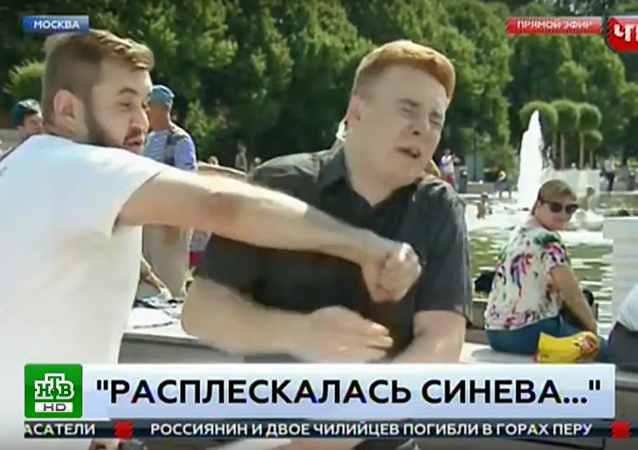 Puñetazo en directo durante un programa de televisión ruso
