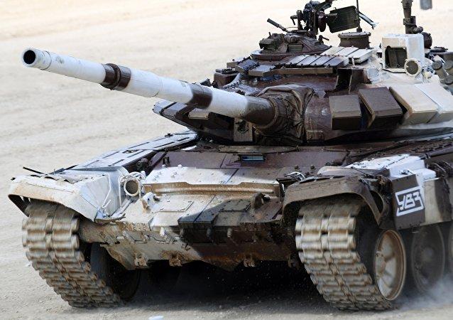 Un tanque ruso durante el biatlón en los Army Games 2017