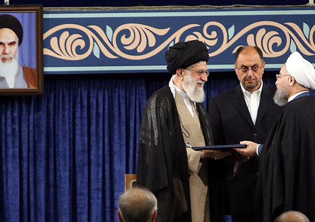 El líder supremo de Irán, el ayatolá Alí Jameneí y el presidente del Irán, Hasán Rohani