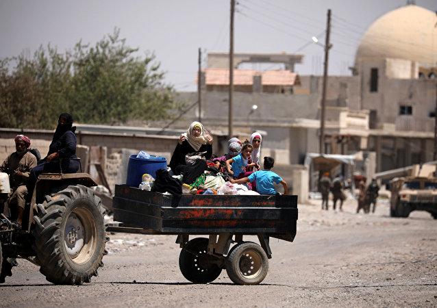 Los sirios huyendo de Al Raqa (archivo)