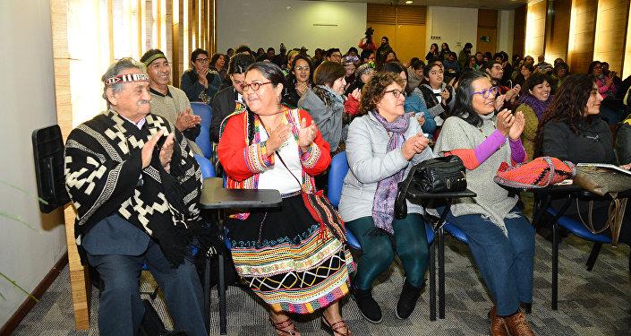 Lanzamiento de la Escuela de Idiomas Indígenas en Santiago de Chile