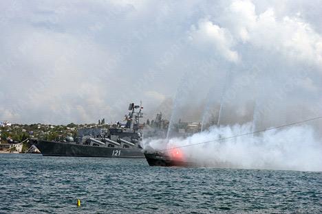 Desfile naval por aniversario de la Flota rusa del mar Negro