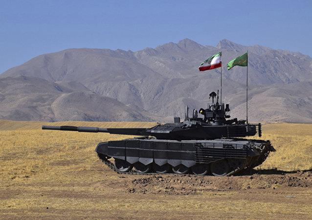 Un tanque iraní Karrar, el vehículo de combate blindado más moderno fabricado por el país persa (imagen referencial)