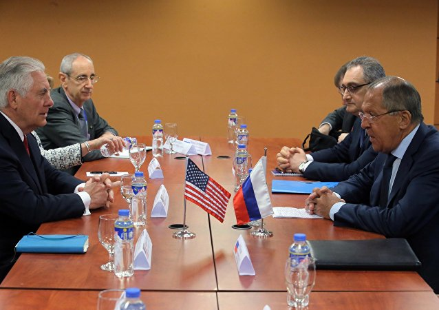 El ministro de Asuntos Exteriores de Rusia, Serguéi Lavrov con su homólogo estadounidense Rex Tillerson