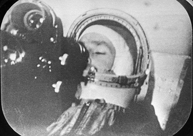 Guerman Titov realiza grabaciones de la Tierra desde el espacio, 6 de agosto de 1961