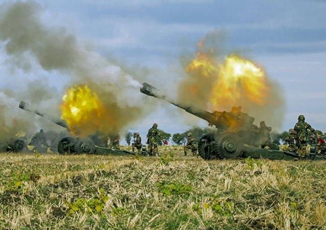 Militares del Ejército Nacional de Moldavia durante los ejercicios militares en Bulboaca
