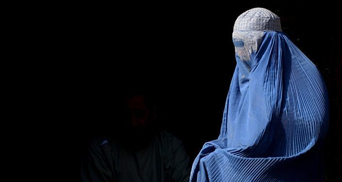 Una mujer en burka (imagen referencial)
