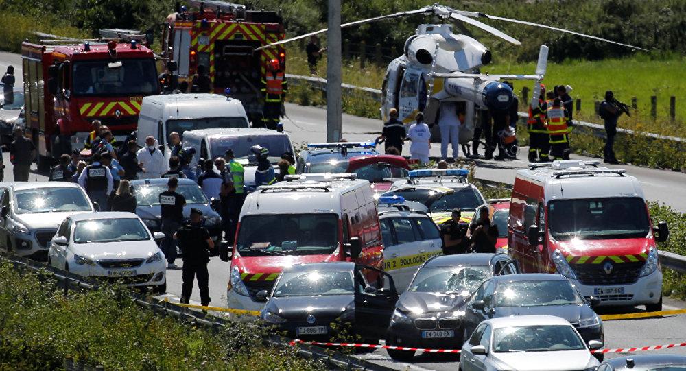 Policías y soldados del ejército de Francia en el lugar del atentado