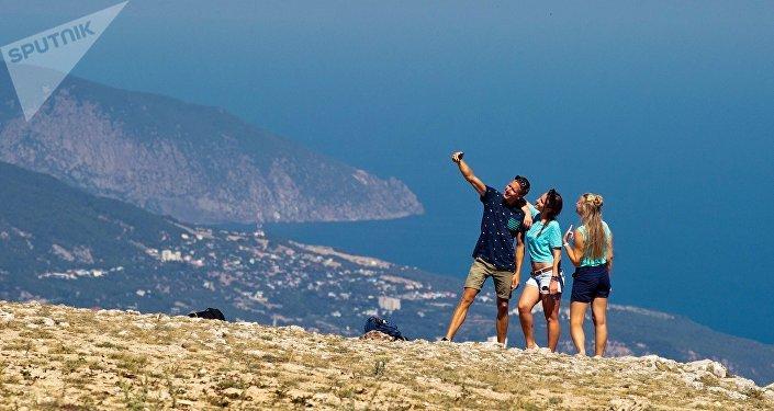 Turistas en Ai-Petri, Crimea