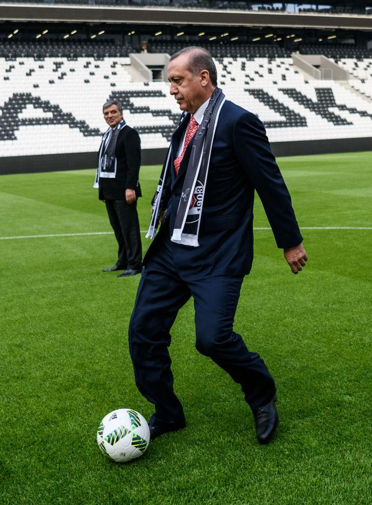 El presidente de Turquía, Recep Tayyip Erdogan, con una pelota