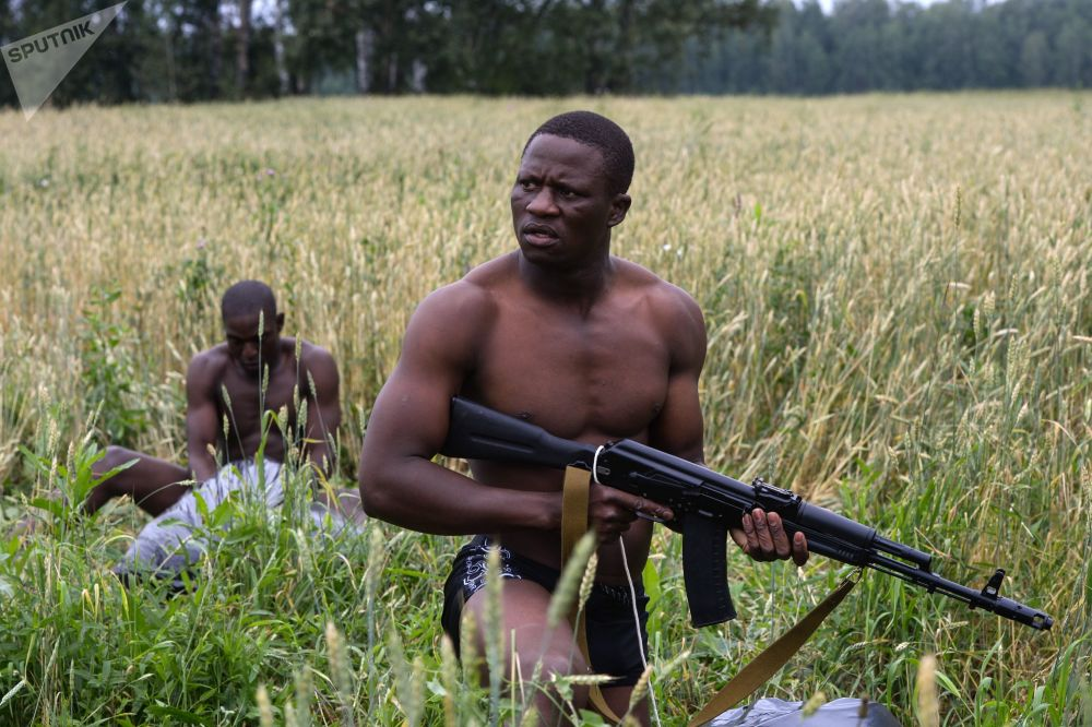 Los efectivos de las Fuerzas Armadas de Zimbabue durante el concurso internacional de efectivos de inteligencia en Siberia