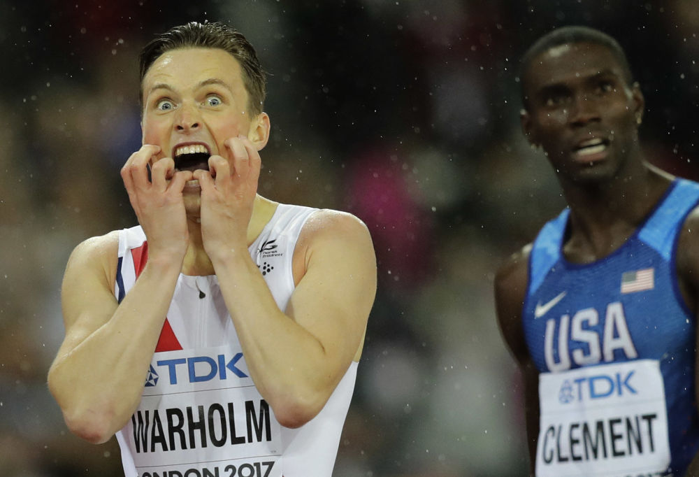 El atleta noruego Karsten Warholm reacciona tras su victoria en la final de la carrera de 400 metros vallas en el Campeonato Mundial de Atletismo de 2017