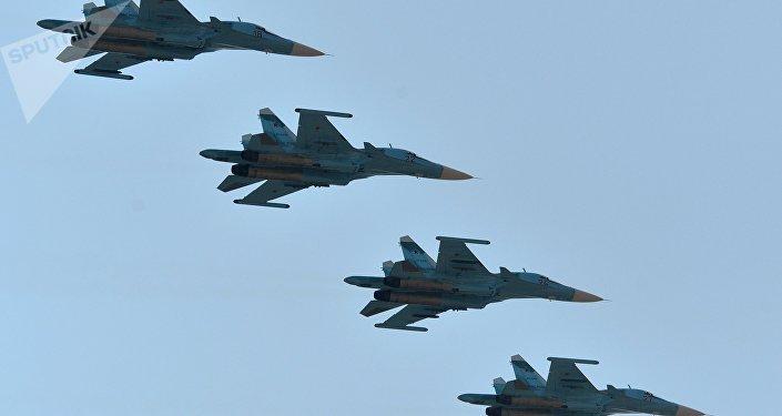 Cazas Su-34 de las Fuerzas Aeroespaciales de Rusia (imagen referencial)