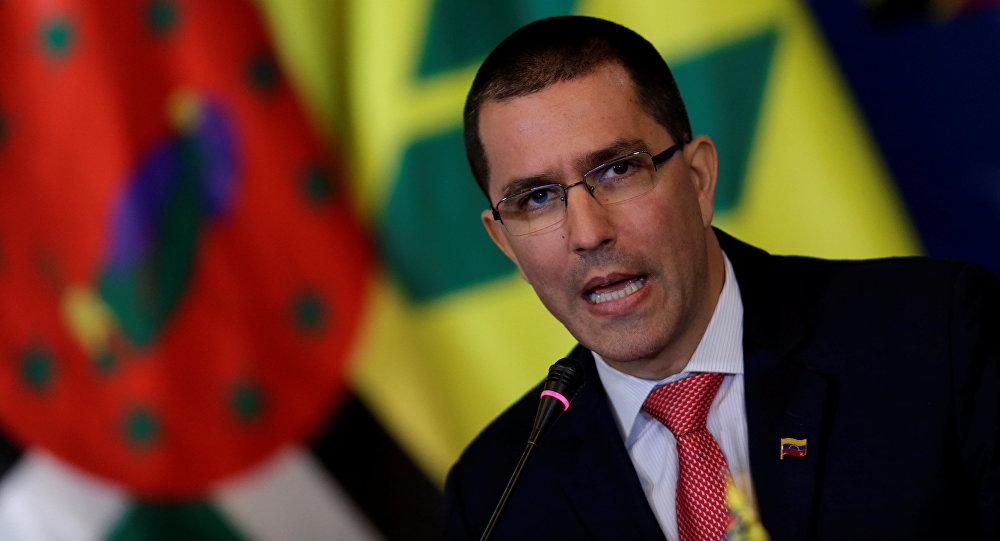 Donald Trump dice que no descarta una opción militar en Venezuela