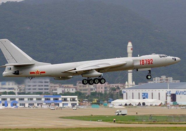 Un bombardero estratégico chino Xian Hong-6K