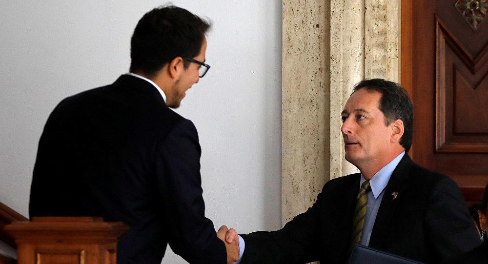 Ministro de Exteriores venezolano Jorge Arreaza y el encargado de negocios de EEUU Lee McClenny