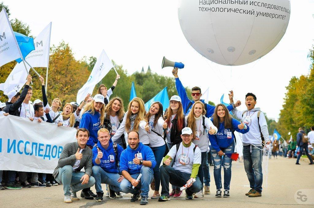 Estudiantes de la Universidad Nacional de Ciencia y Tecnología MISIS de Rusia