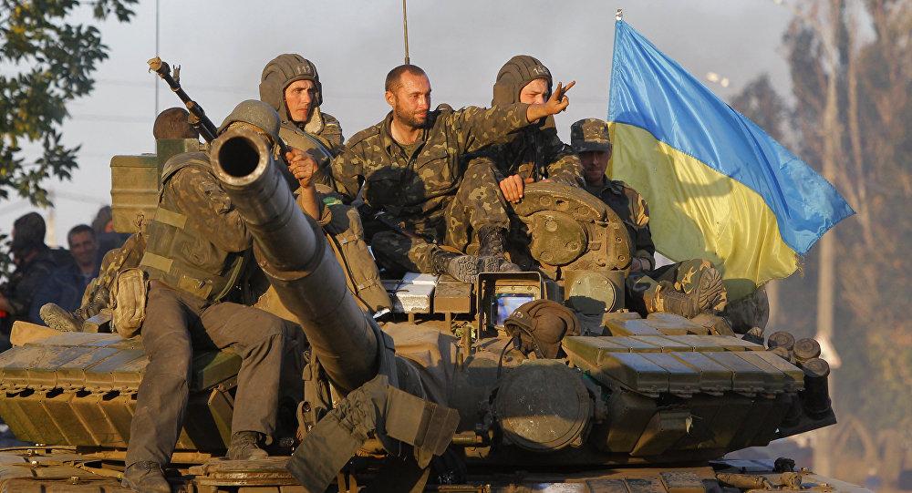 Soldados ucranianos en la ciudad portuaria de Mariúpol (archivo)