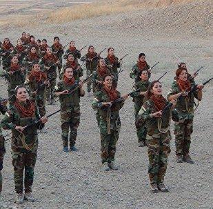 Mujeres kurdas preparan para lucha contra Daesh