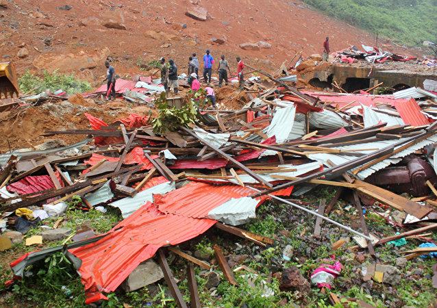 Consecuencias de un deslizamiento en Sierra Leona