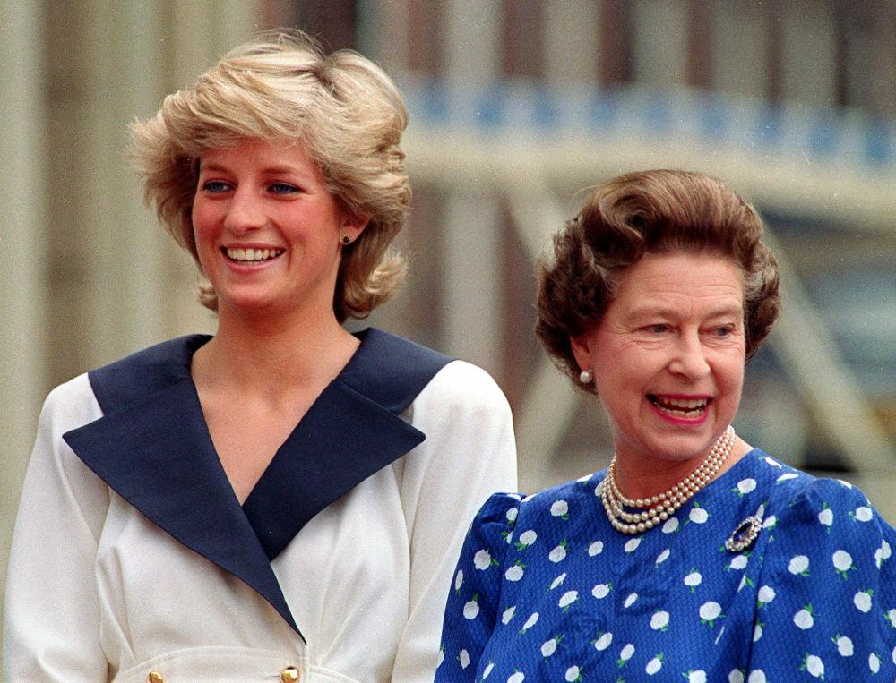 La princesa Diana y la reina Isabel II, en 1987