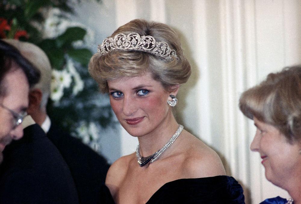 La princesa Diana, durante una gala en  honor de los miembros de la familia real en Bonn (Alemania), en 1987