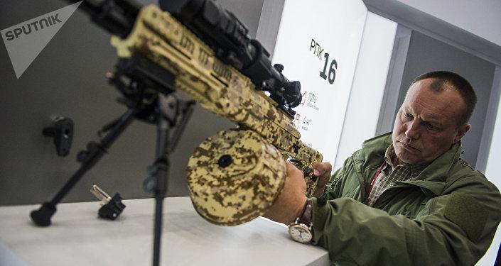 Ametralladora ligera portátil RPK-16