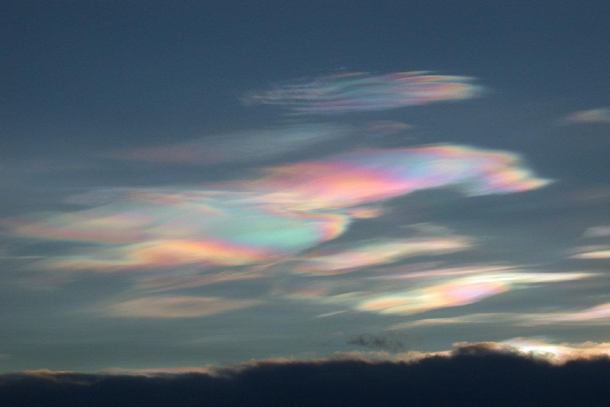 Nube polar estratosférica sobre el lago Mjosa (Noruega)