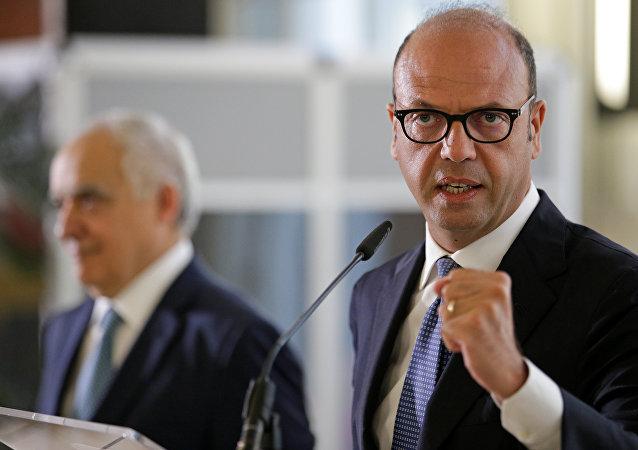 Angelino Alfano, ministro de Exteriores de Italia