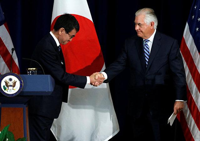 El canciller de Japón, Taro Kono, y secretario de Estado de EEUU, Rex Tillerson