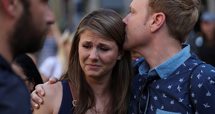 La gente reacciona en el lugar del atentado