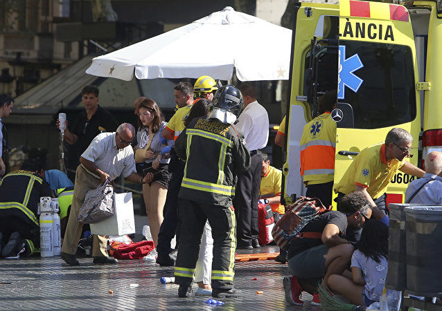 Aparece el primer vídeo de la furgoneta que atropelló a peatones en Barcelona  Las Ramblas district, crashing into a summer crowd of residents and tourists and injuring several people, police said.