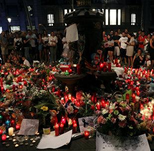 Flores en memoria de las víctimas de los atentados de Barcelona y Cambrils, España