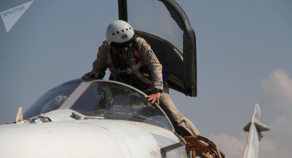 Piloto del bombardero ruso Su-24 en Siria
