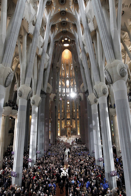 La Sagrada Familia durante la celebración de una misa
