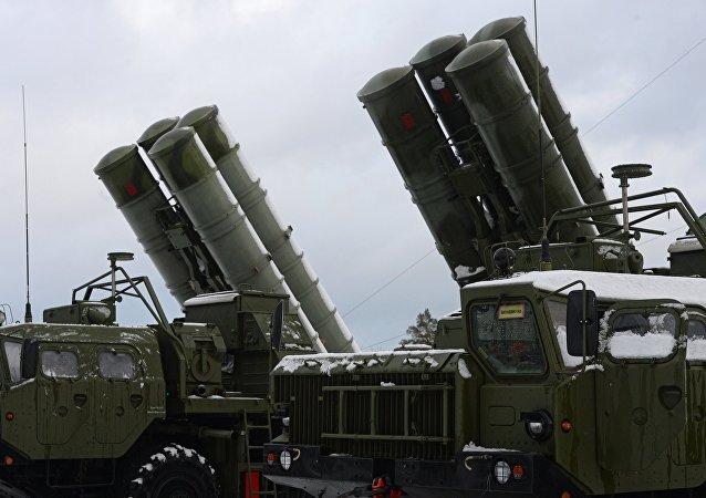 Sistemas antiaéreos rusos S-400 (archivo)