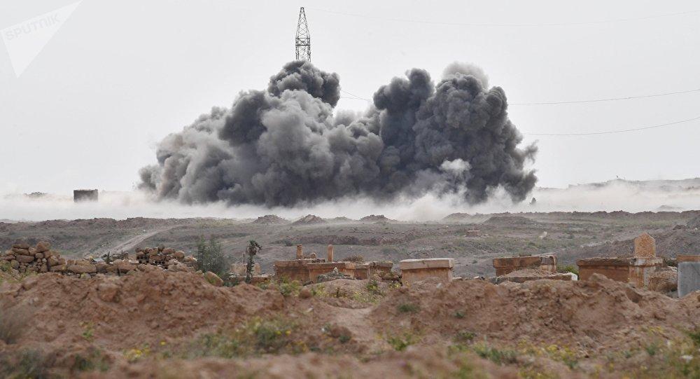Los ataques de las Fuerzas Aeroespaciales de Rusia contra las posiciones de Daesh cerca de la ciudad siria de Deir Ezzor