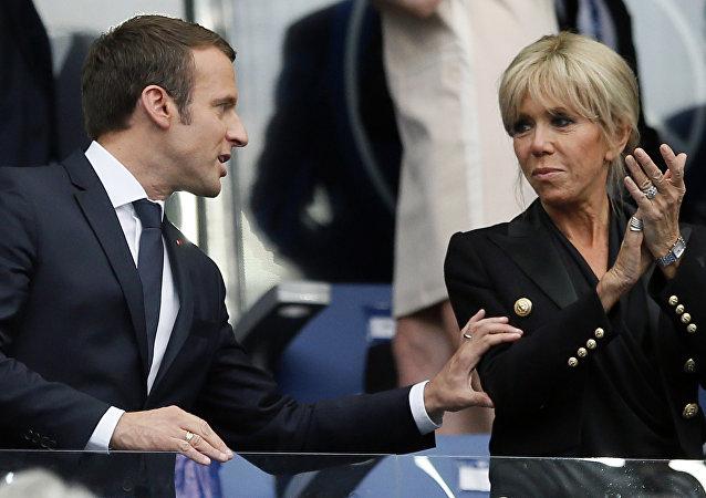 El presidente de Francia, Emmanuel Macron, y su esposa, Brigitte Macron