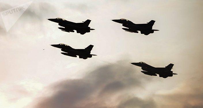 Unos cazas de la OTAN durante maniobras militares
