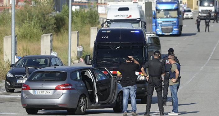 La Policía catalana en el lugar donde fue abatido el sospechoso del atentado en Barcelona
